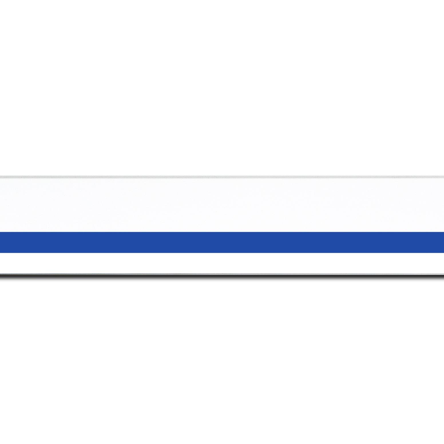 Baguette longueur 1.40m bois profil pente largeur 4.5cm de couleur blanc mat filet bleu foncé
