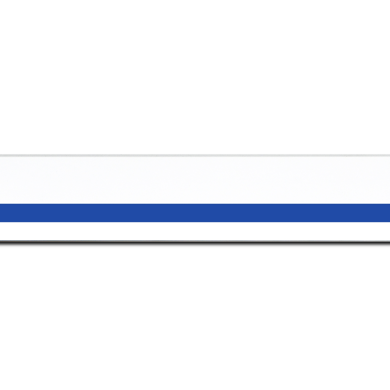 Pack par 12m, bois profil pente largeur 4.5cm de couleur blanc mat filet bleu foncé (longueur baguette pouvant varier entre 2.40m et 3m selon arrivage des bois)