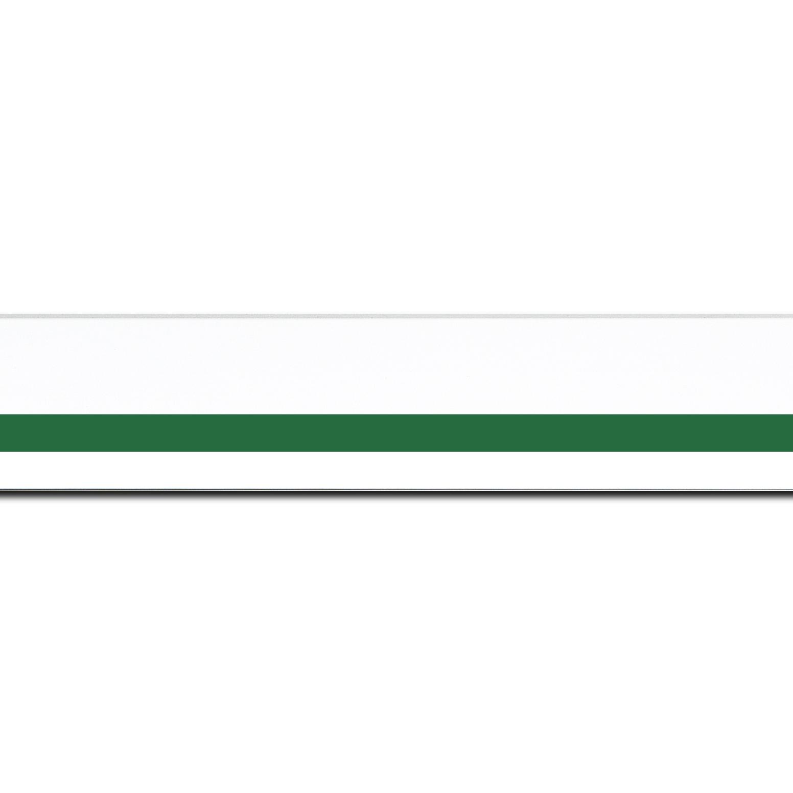 Pack par 12m, bois profil pente largeur 4.5cm de couleur blanc mat filet vert (longueur baguette pouvant varier entre 2.40m et 3m selon arrivage des bois)