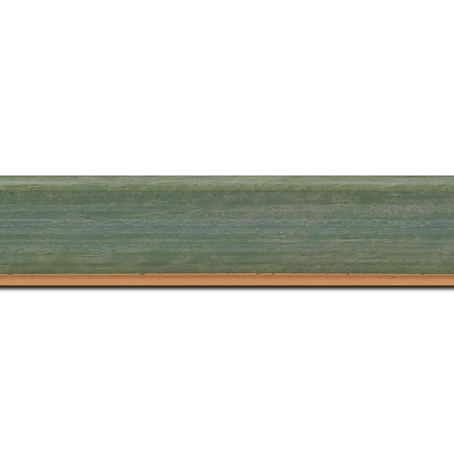 Pack par 12m, bois profil incurvé largeur 3.9cm couleur vert amande satiné filet or (longueur baguette pouvant varier entre 2.40m et 3m selon arrivage des bois)