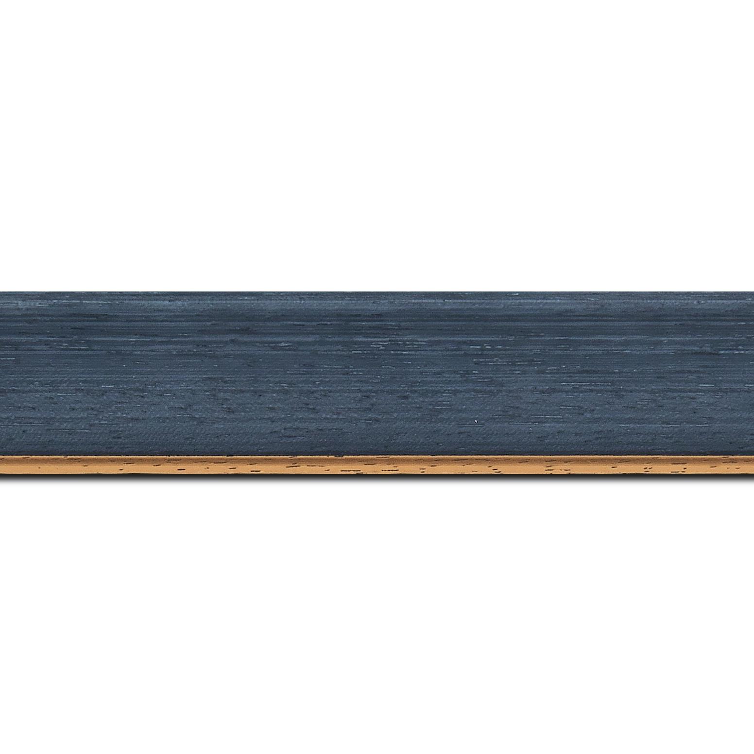 Pack par 12m, bois profil incurvé largeur 3.9cm couleur bleu pétrole satiné filet or (longueur baguette pouvant varier entre 2.40m et 3m selon arrivage des bois)