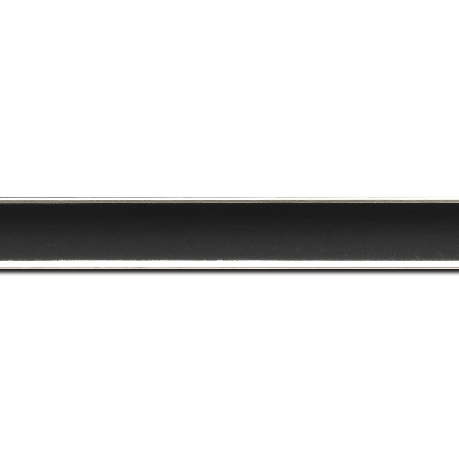 Baguette longueur 1.40m bois profil concave largeur 2.4cm couleur noir  satiné  filet argent de chaque coté