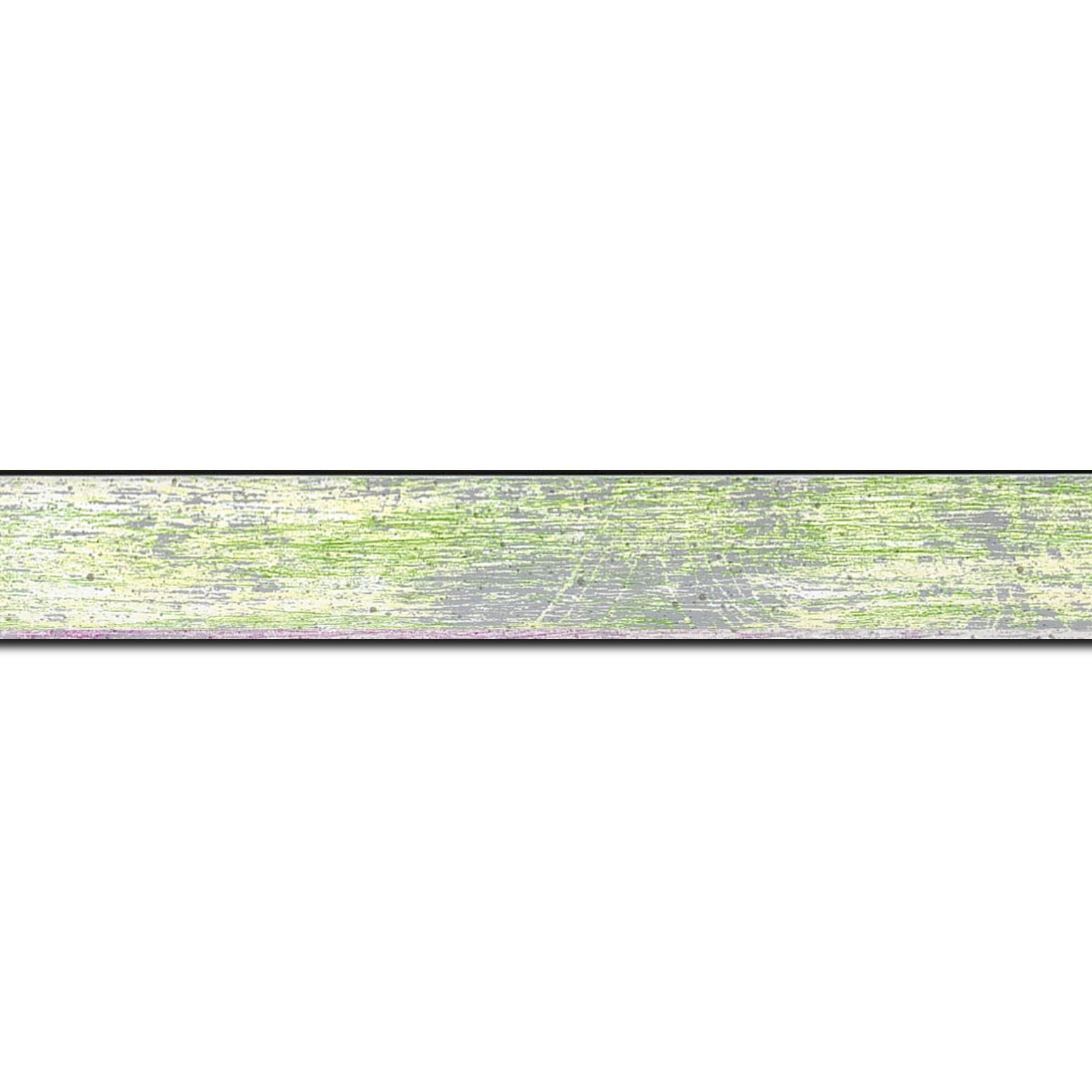 Baguette longueur 1.40m bois profil concave largeur 2.4cm de couleur vert pale fond argent