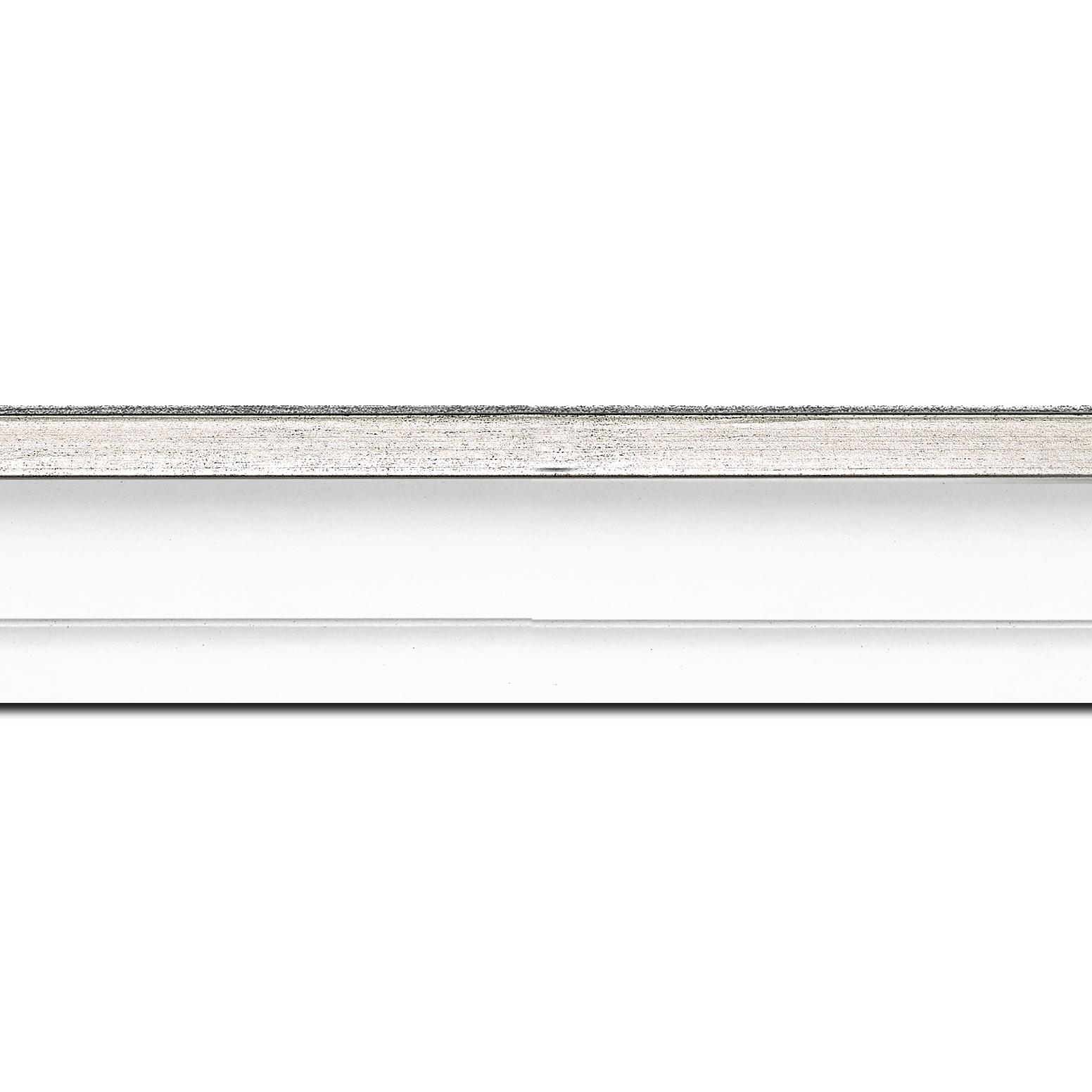 Pack par 12m, bois caisse américaine profil escalier largeur 4.5cm blanc mat filet argent (spécialement conçu pour les châssis d'une épaisseur jusqu'à 2.5cm )(longueur baguette pouvant varier entre 2.40m et 3m selon arrivage des bois)