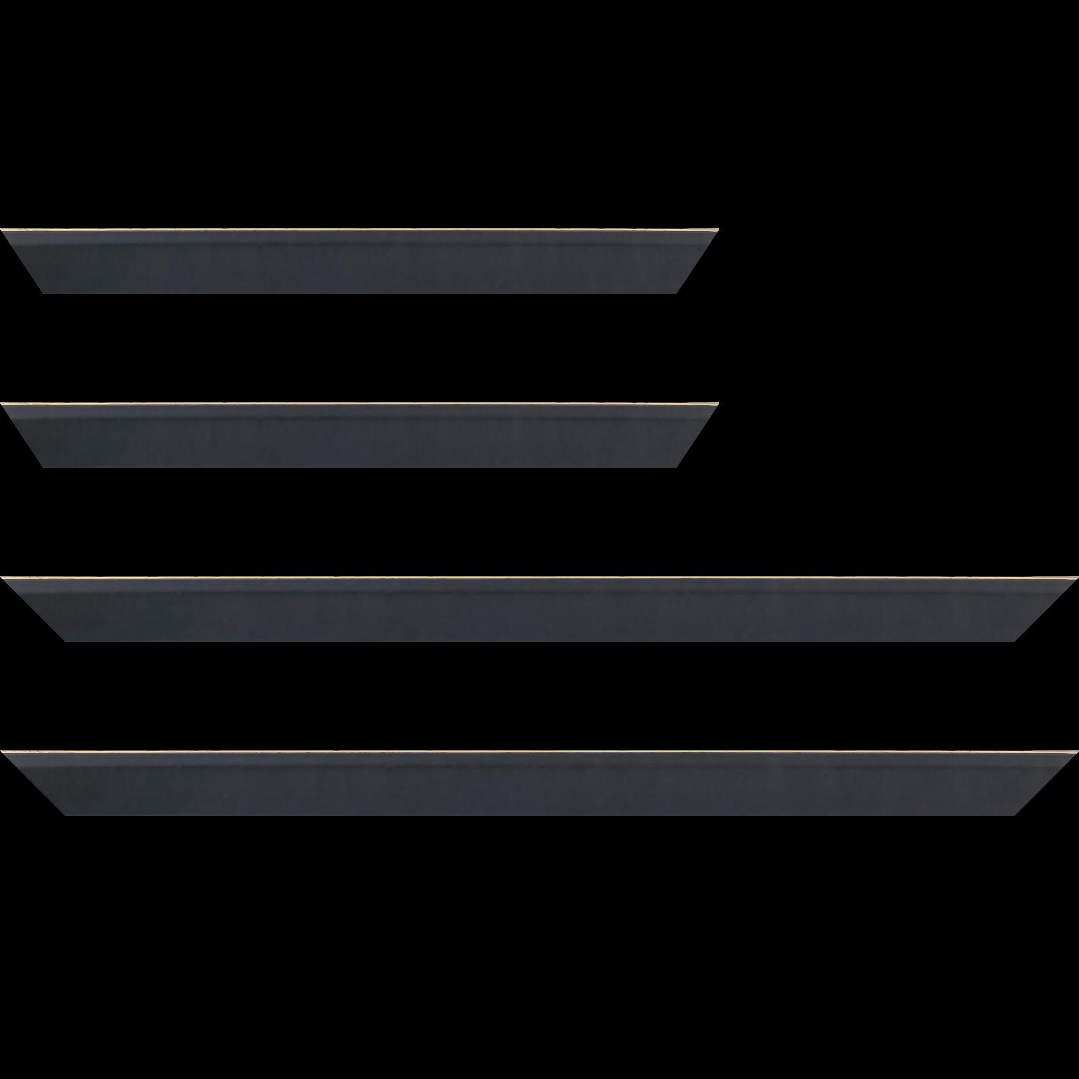 Baguette service précoupé Bois profil plat escalier largeur 3cm couleur noir ébène satiné filet créme extérieur