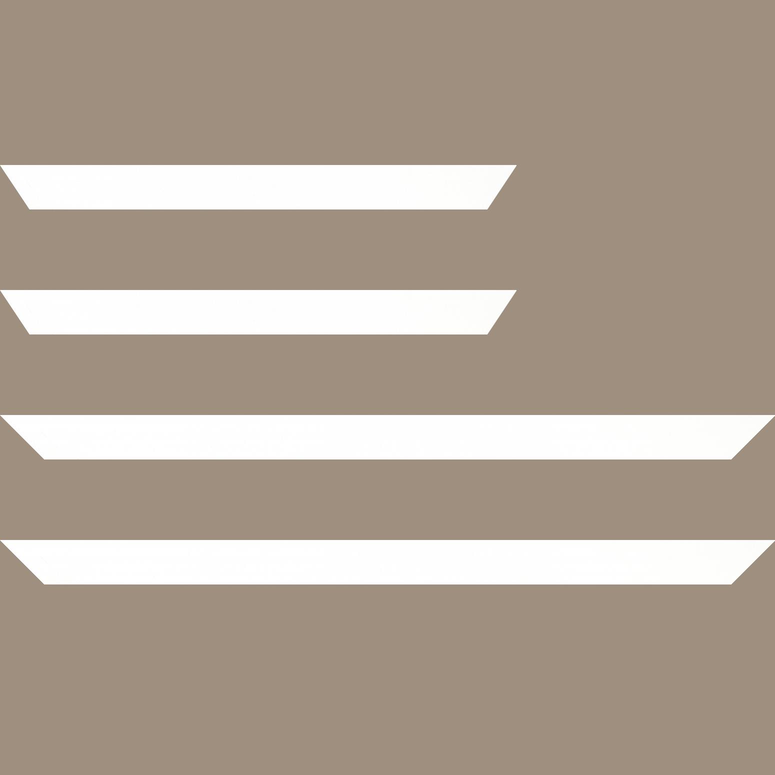 Baguette service précoupé Bois profil plat largeur 3cm couleur blanc mat finition pore bouché effet cube (le sujet qui sera glissé dans le cadre sera en retrait de la face du cadre de 1.4cm assurant un effet très contemporain)