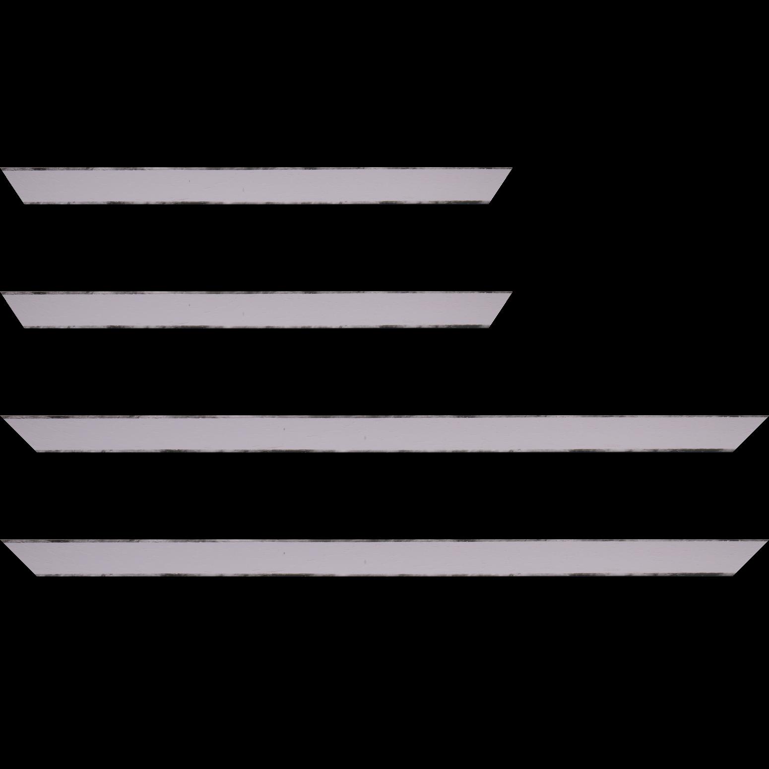 Baguette service précoupé Bois profil concave largeur 2.4cm couleur parme satiné arêtes essuyés noircies de chaque coté