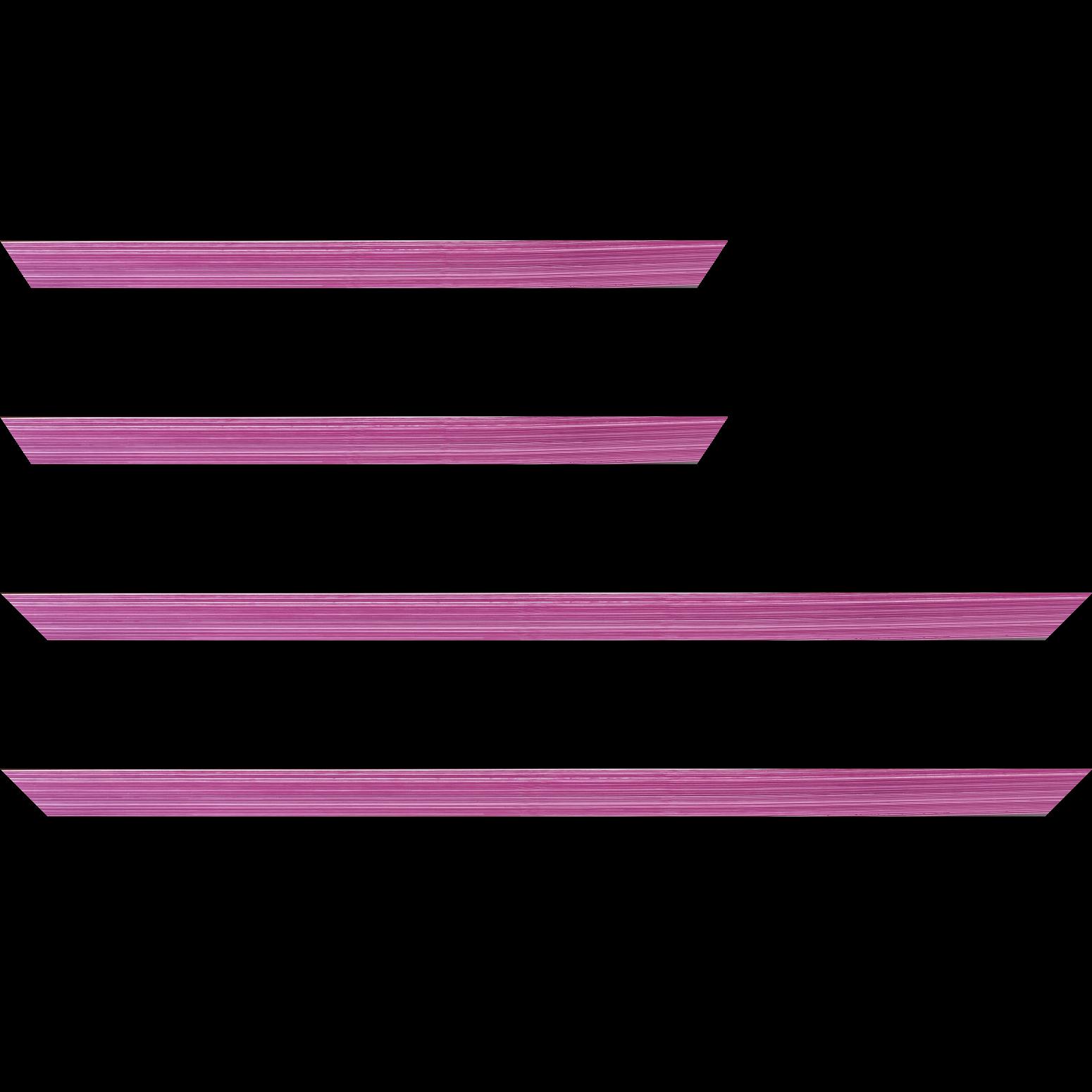 Baguette service précoupé Bois profil concave largeur 2.4cm couleur fushia effet matière fond blanc