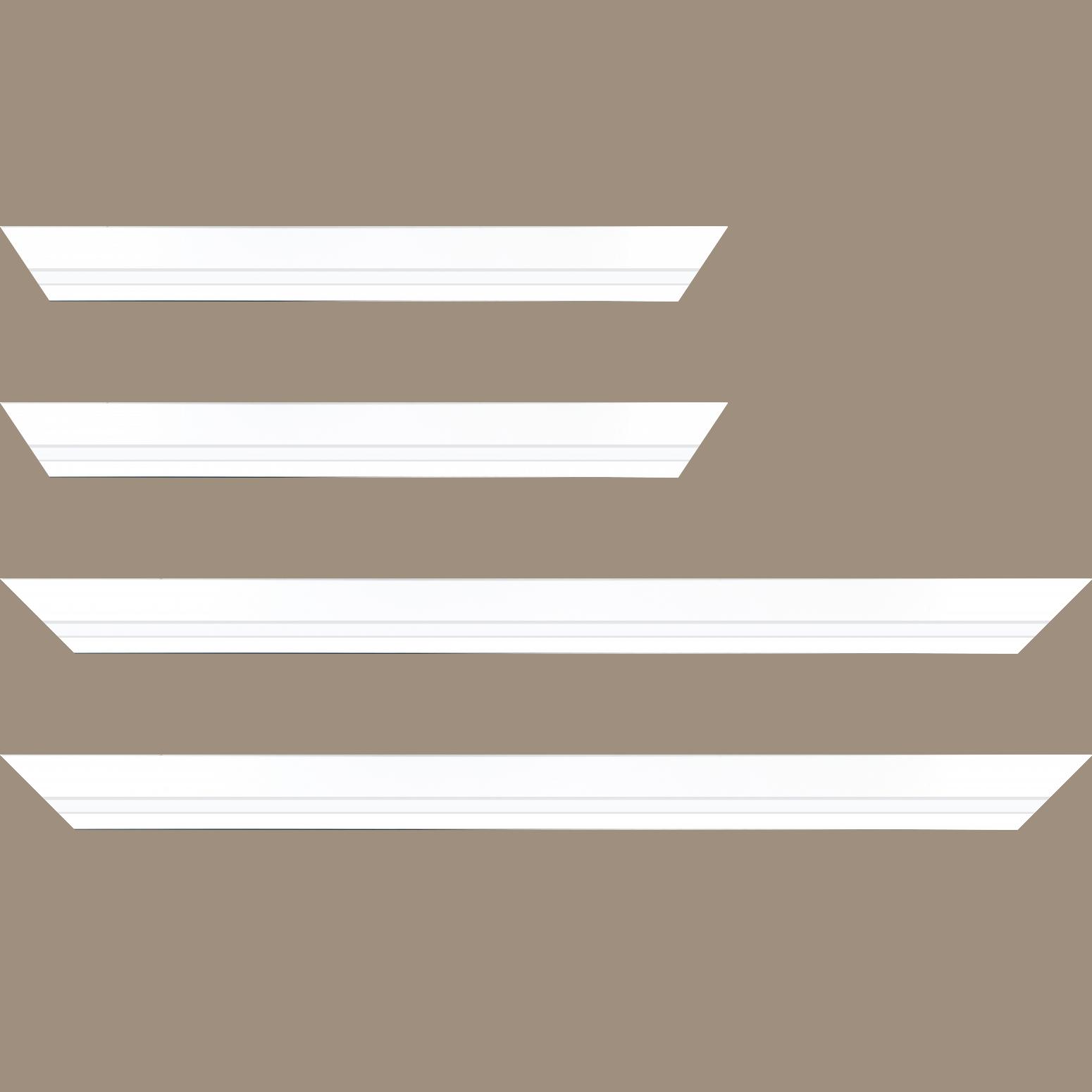 Baguette service précoupé Bois profil pente largeur 4.5cm de couleur blanc mat filet blanc