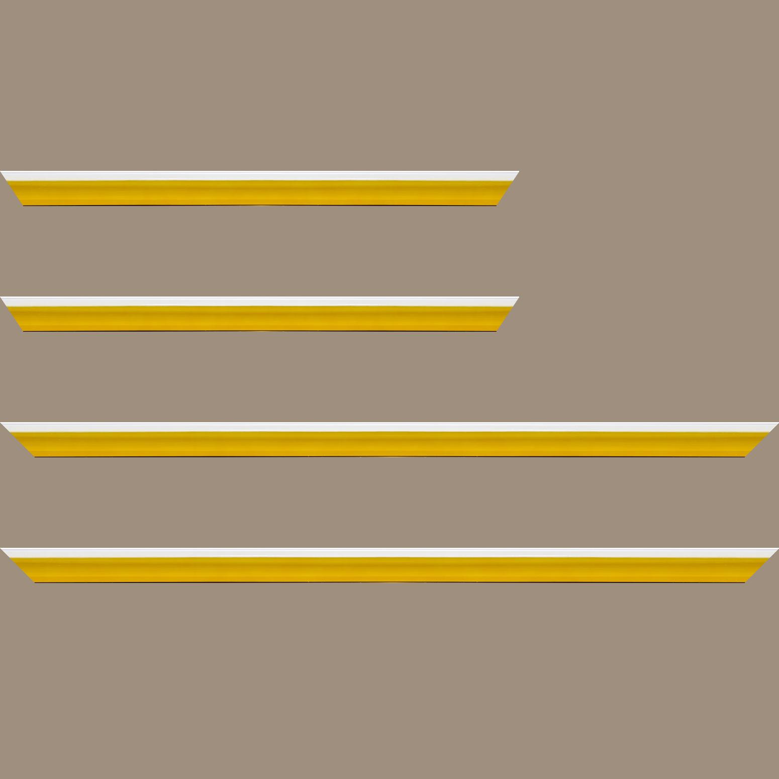 Baguette service précoupé Bois profil en pente plongeant largeur 2.2cm couleur jaune laqué filet extérieur blanc laqué