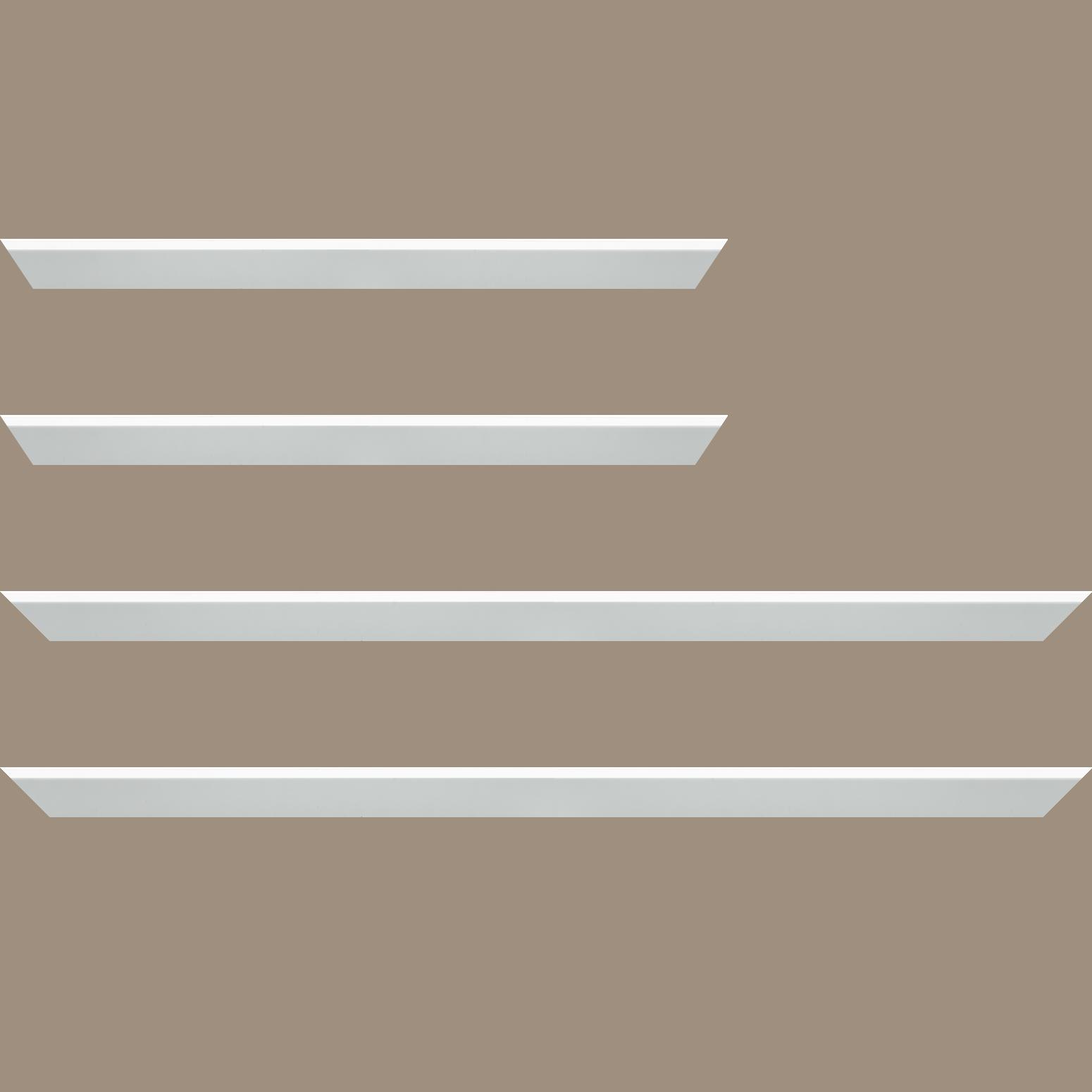 Baguette service précoupé Bois profil en pente plongeant largeur 2.2cm couleur blanc mat pore bouché