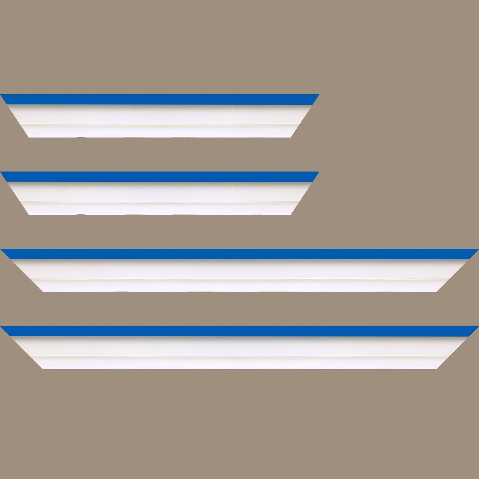 Baguette service précoupé Bois caisse américaine profil escalier largeur 4.5cm blanc mat filet bleu (spécialement conçu pour les châssis d'une épaisseur jusqu'à 2.5cm )