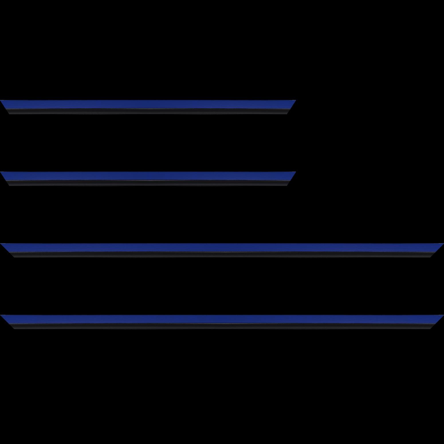 Baguette service précoupé Bois profil plat largeur 1.6cm couleur bleu franc filet noir en retrait de la face du cadre de 6mm assurant un effet très original
