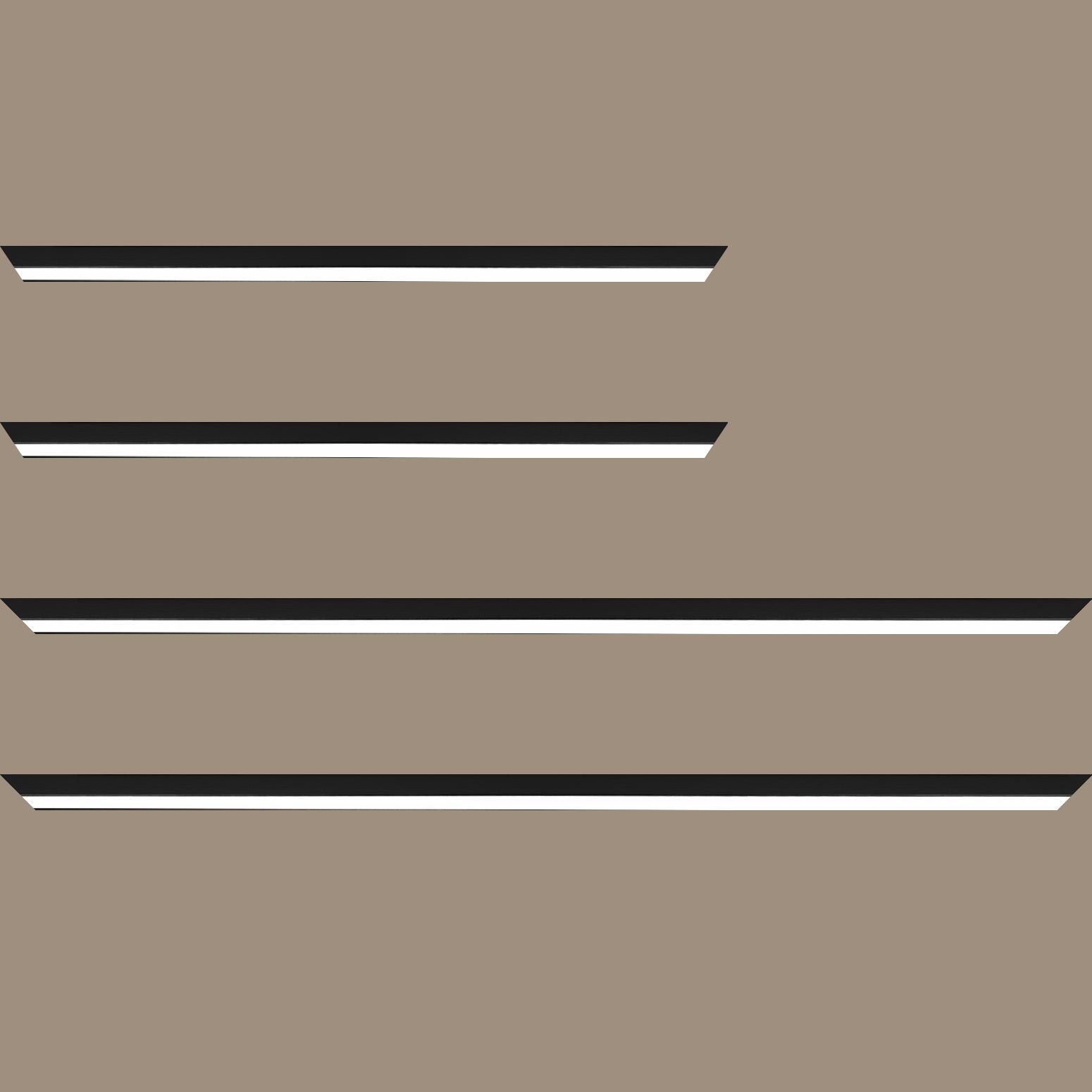 Baguette service précoupé Bois profil plat largeur 1.6cm couleur noir mat finition pore bouché filet blanc en retrait de la face du cadre de 6mm assurant un effet très original