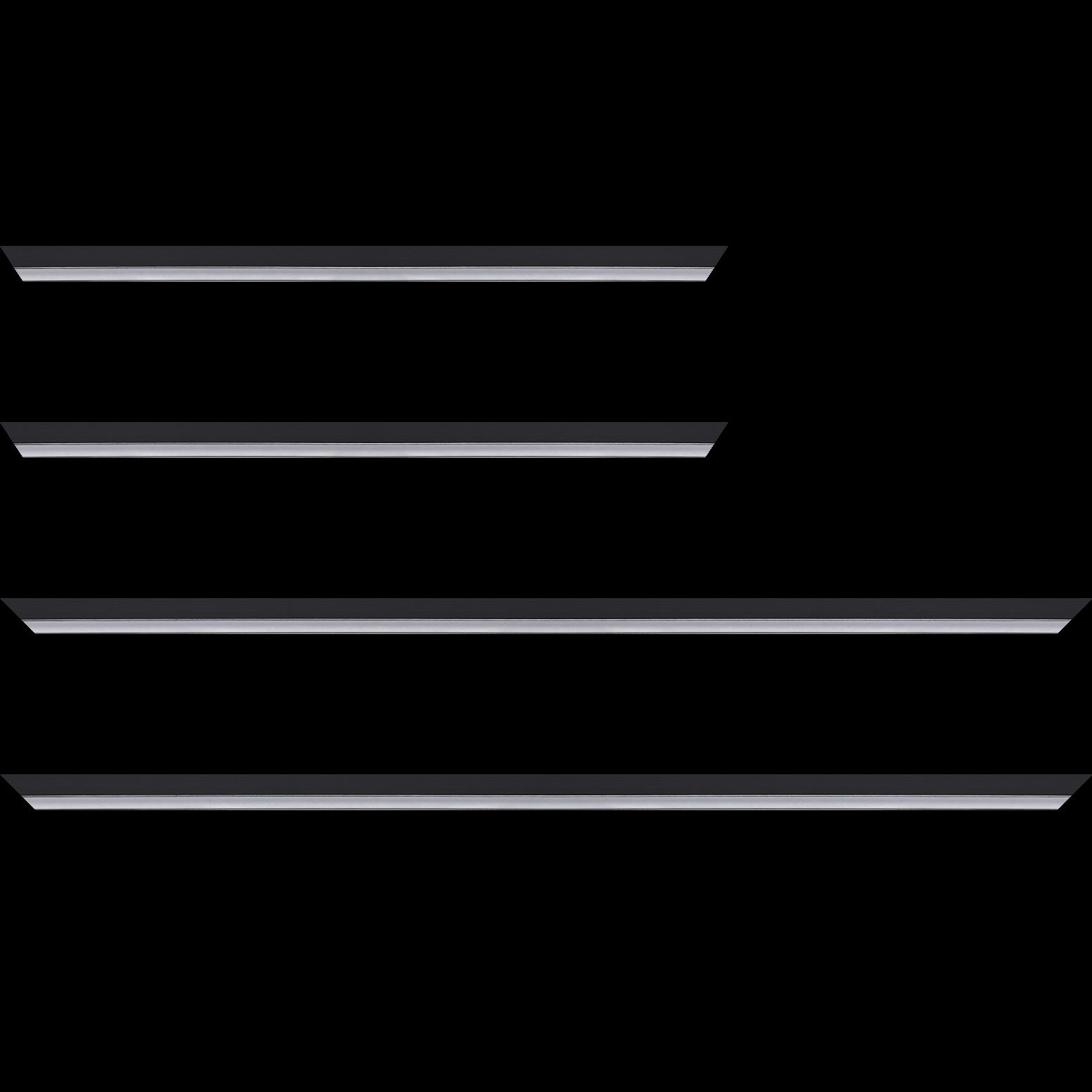 Baguette service précoupé Bois profil plat largeur 1.6cm couleur noir mat finition pore bouché filet argent mat en retrait de la face du cadre de 6mm assurant un effet très original