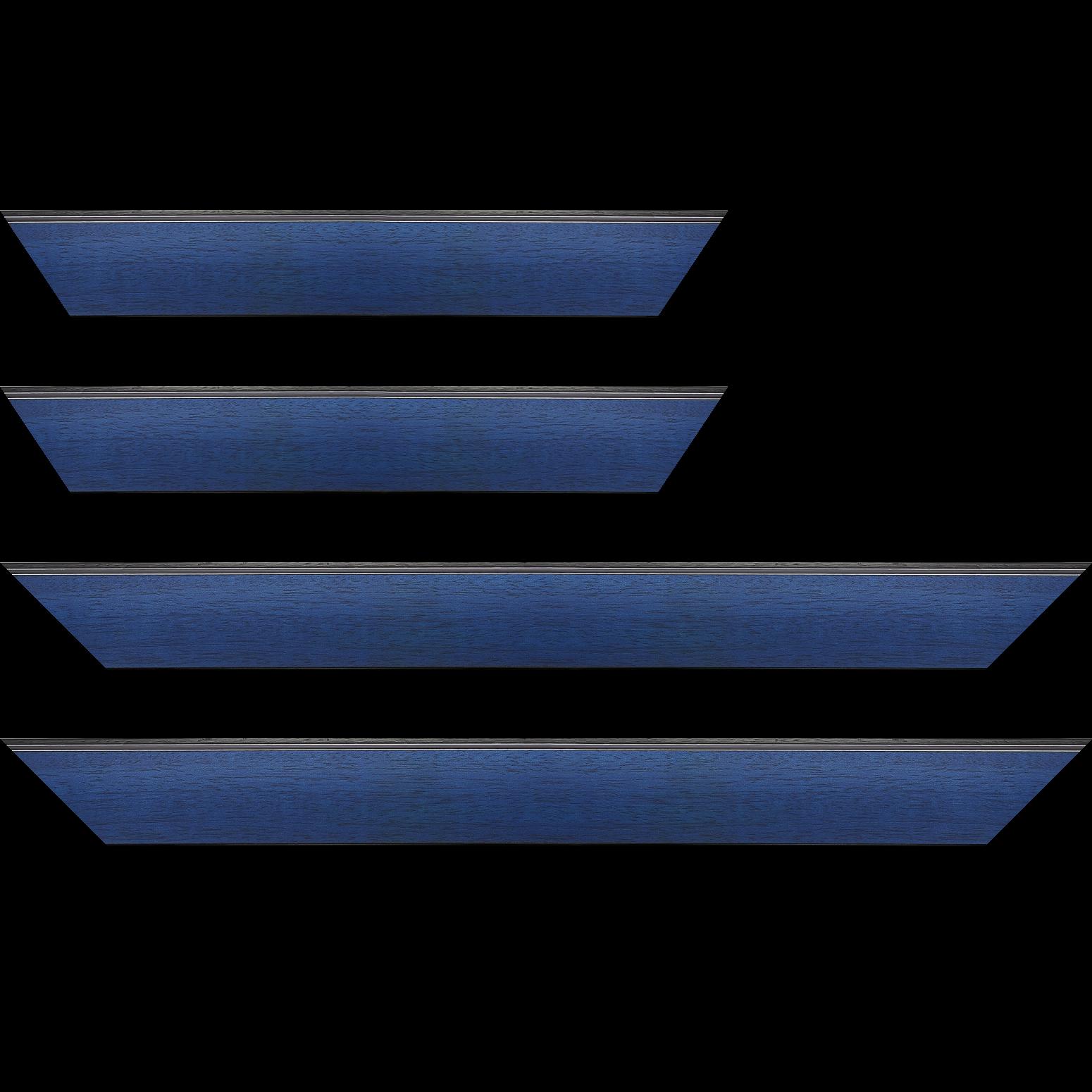 Baguette service précoupé Bois profil en pente méplat largeur 4.8cm couleur bleu cobalt satiné surligné par une gorge extérieure noire : originalité et élégance assurée
