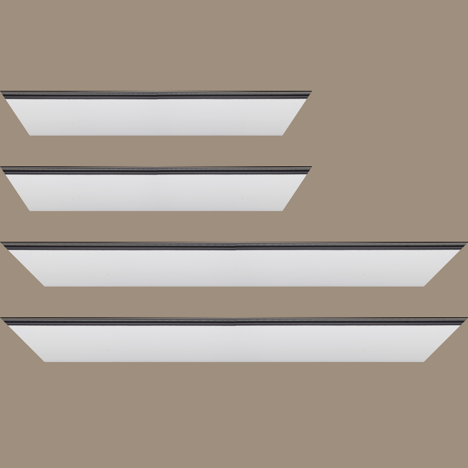 Baguette service précoupé Bois profil en pente méplat largeur 4.8cm couleur blanc mat surligné par une gorge extérieure noire : originalité et élégance assurée