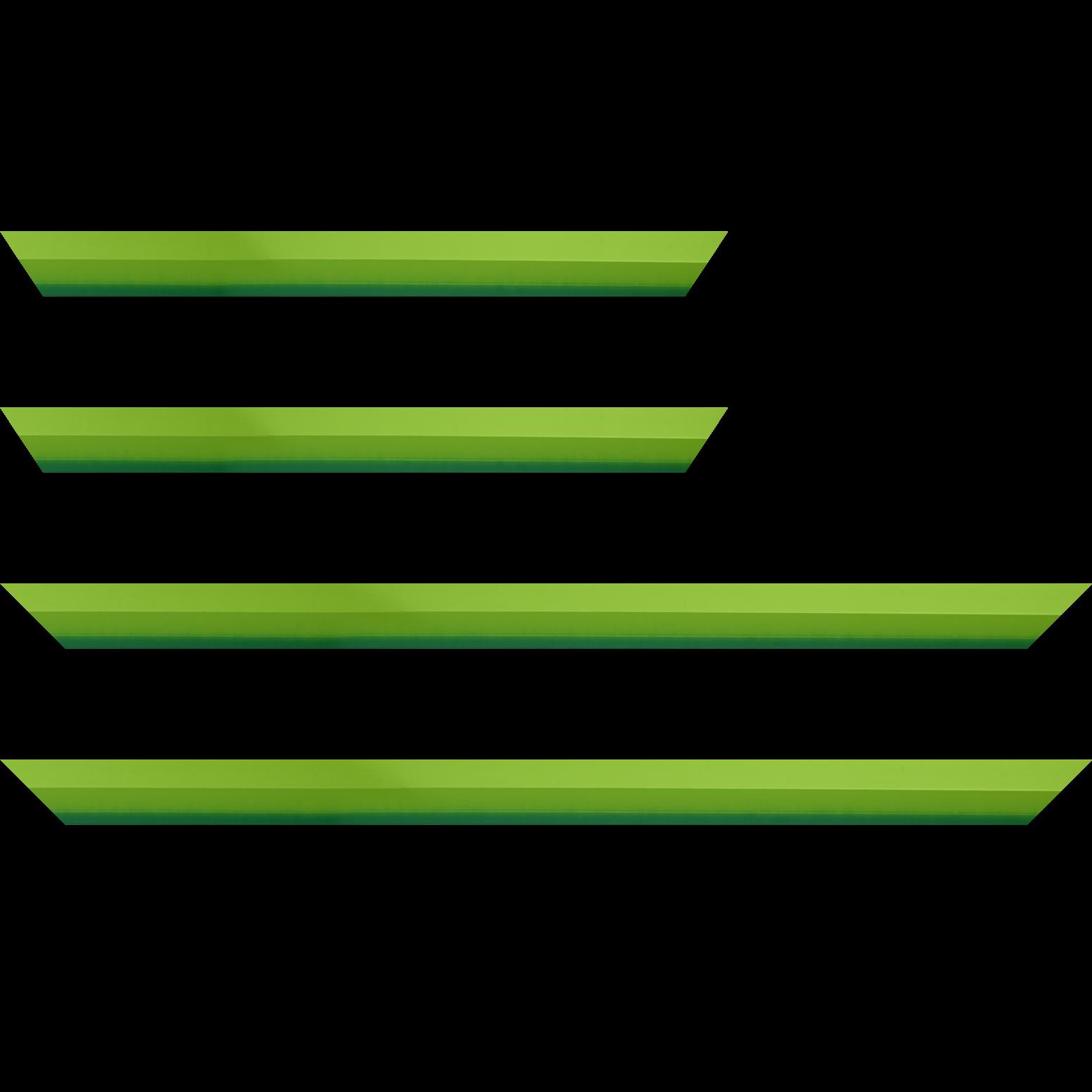 Baguette service précoupé Bois profil plat 3 faces largeur 2.8cm de couleur vert tendre mat , nez intérieur vert foncé mat dégradé (finition pore bouché)