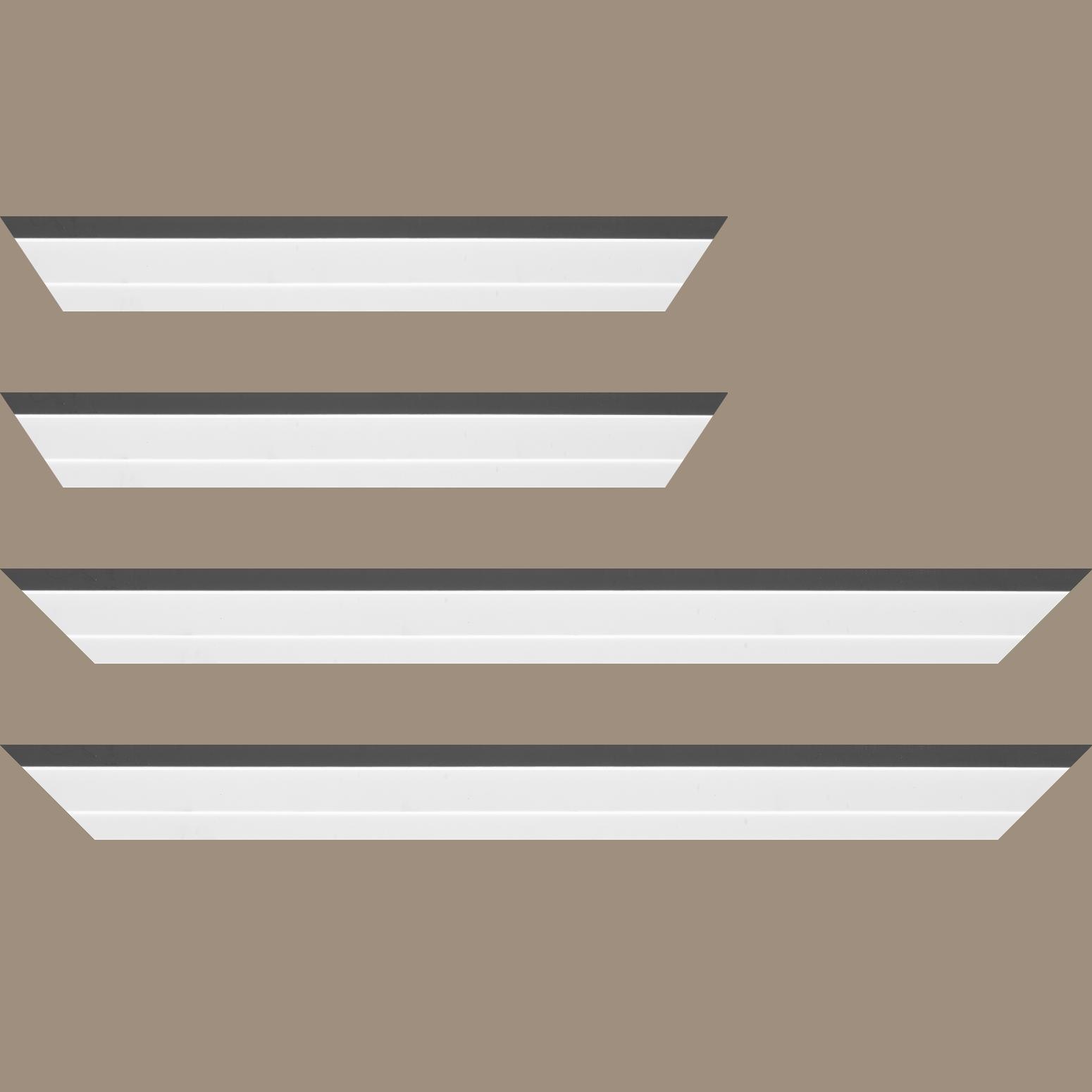 Baguette service précoupé Bois caisse américaine profil escalier largeur 4.4cm blanc mat filet gris  (spécialement conçu pour les châssis d'une épaisseur jusqu'à 2.5cm )